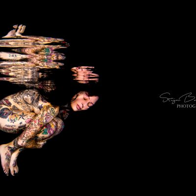 Femke-Fatale-underwater-photography-fine-art-tatoos-reflections-13-